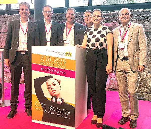 Mitglieder der IFI Gruppe auf dem bayerischen Digitalgipfel 2019 in München mit Judith Gerlach, bayerische Staatsministerin für Digitales